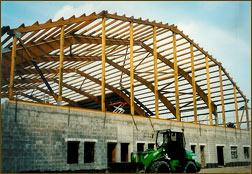 Konstruktion einer Tennishalle über einer Bowlingbahn